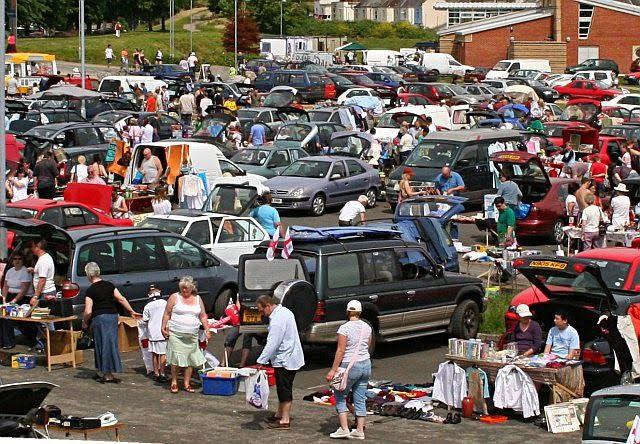 Rommelmarkt rond de Groote Kerk