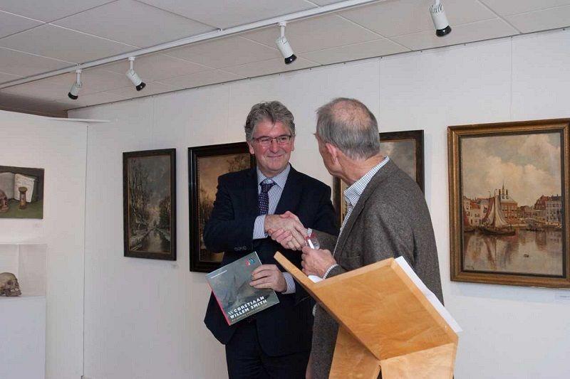 Boekje C.W. Smith overhandigd aan burgemeester