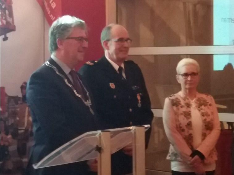 Koninklijke onderscheiding voor brandweerman Vos