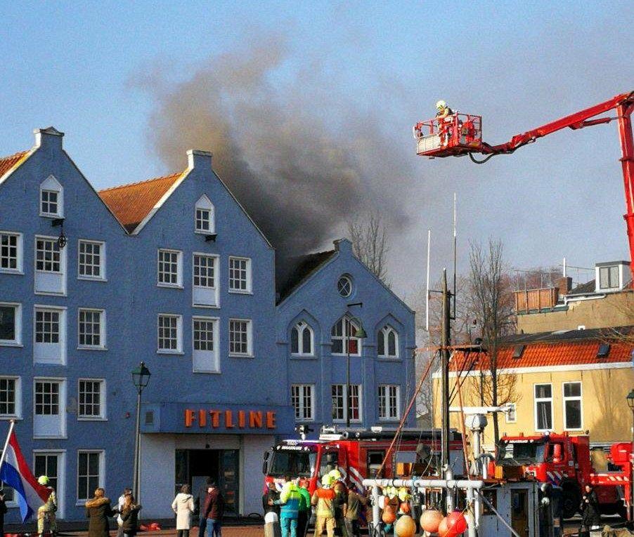 Fitline weer gedeeltelijk open na brand