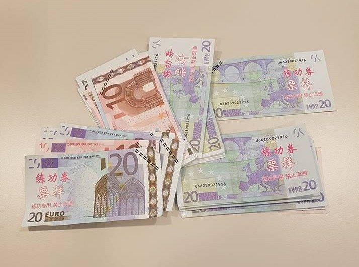 Politie onderzoekt vals geld met Aziatische tekens