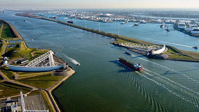 Bagger: Nieuwe Waterweg wordt dieper