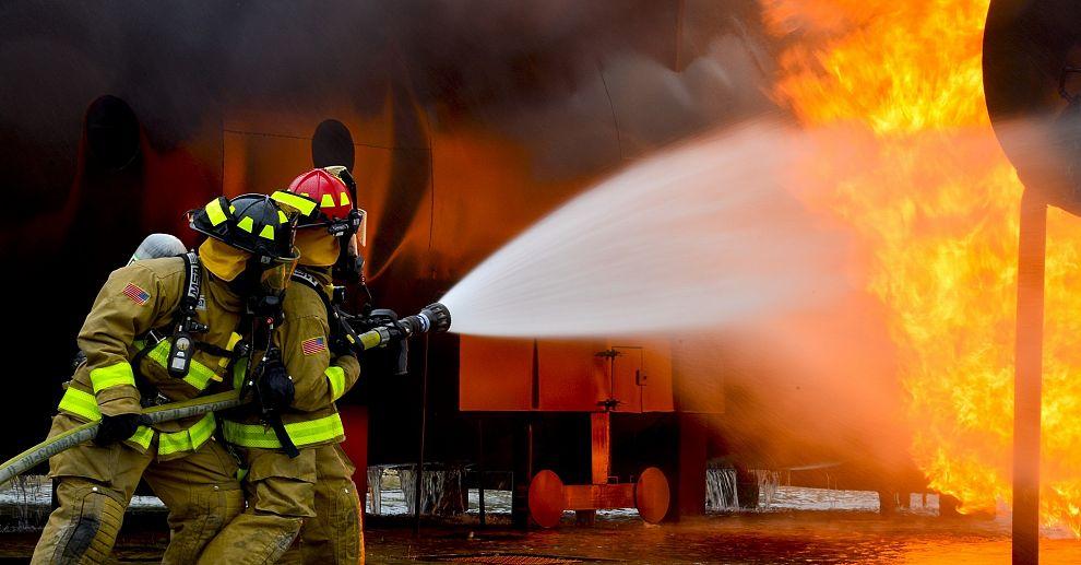 Auto spontaan in brand in Maassluis