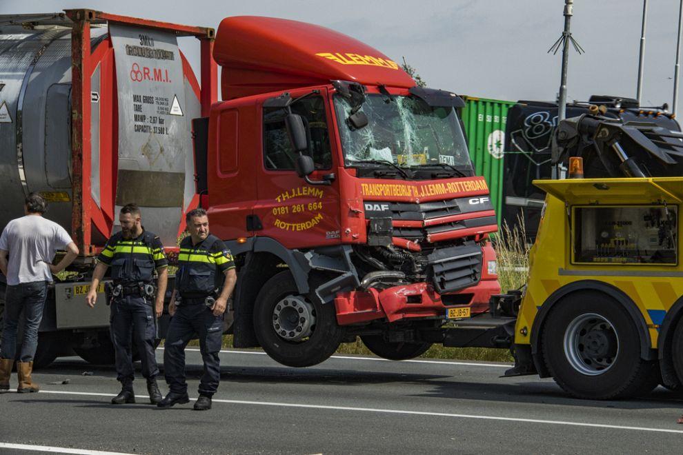 Gewonde bij botsing tussen twee vrachtwagens