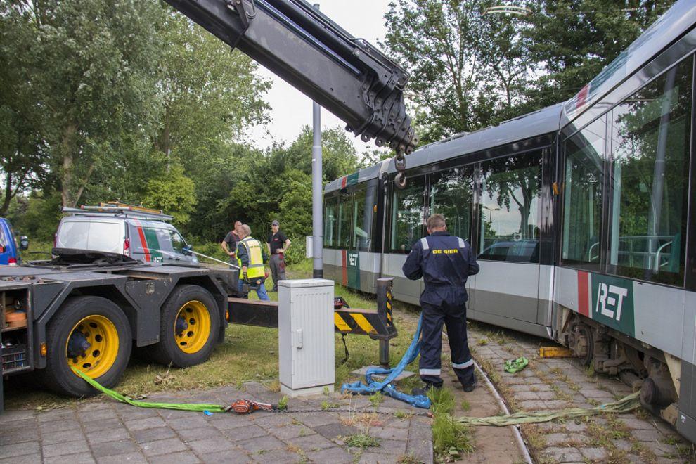 Tram ontspoort op noodspoor
