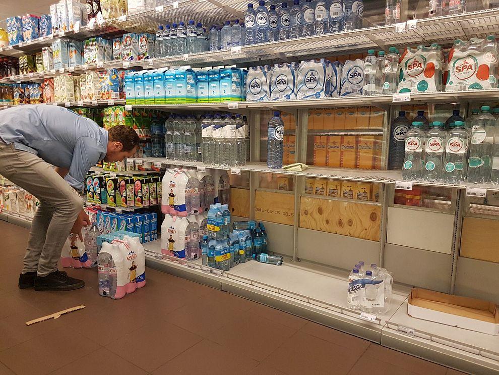 Flessenwater raakt ook in Schiedam uitverkocht