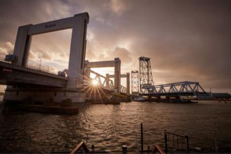 Fotowedstrijd rond sloop oude Botlekbrug