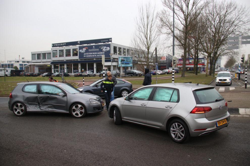 Aanrijding zorgt voor verkeerschaos