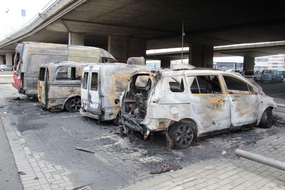 Vijf auto's uitgebrand bij Giessenplein