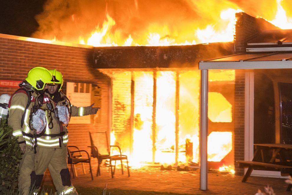 Afgebrand clubhuis weer open
