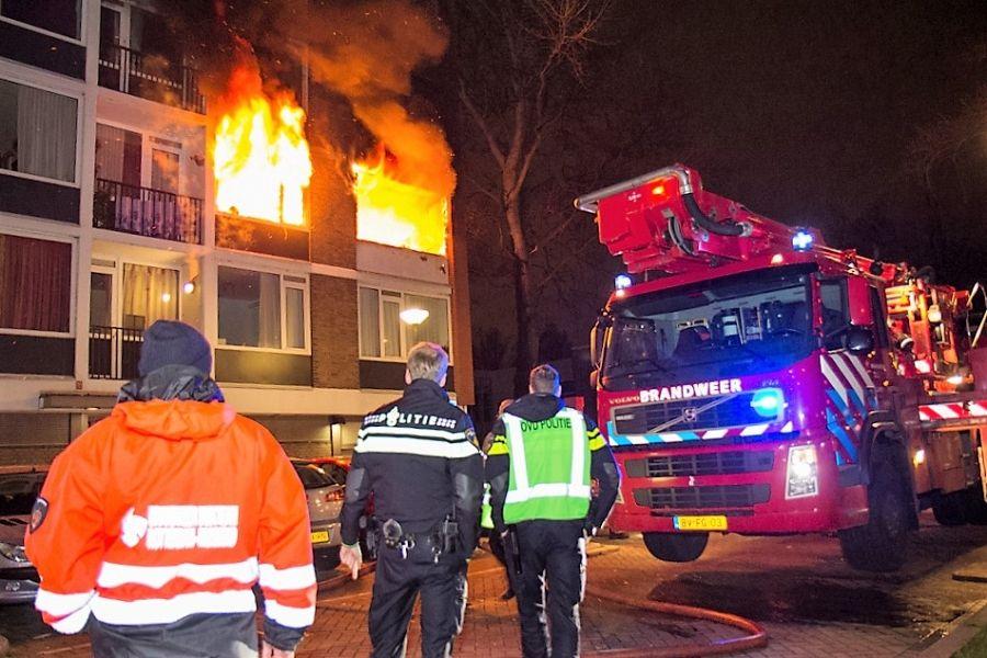Grote uitslaande brand in flatwoning