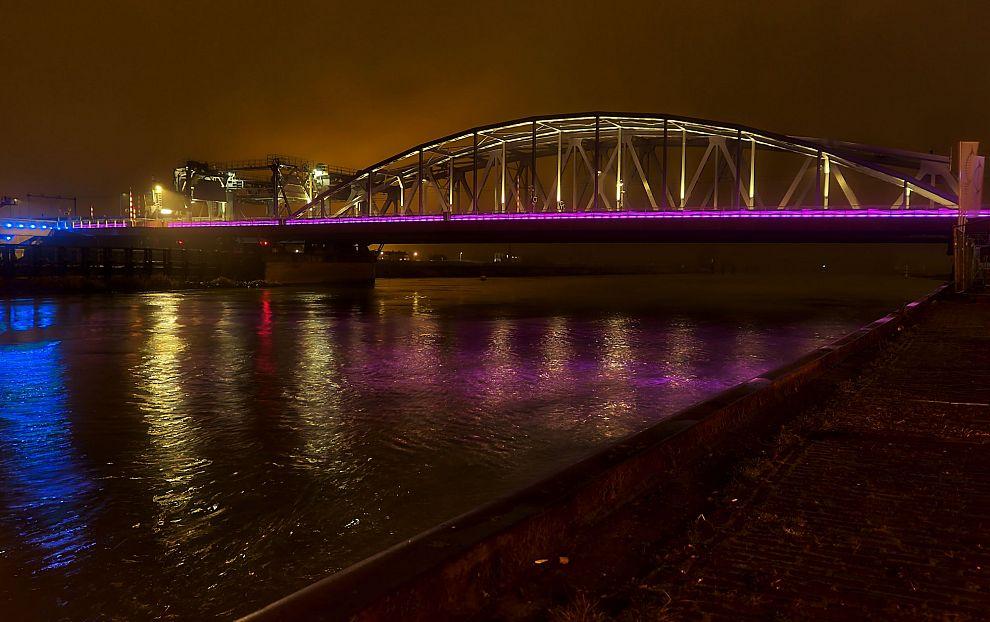 'Verlichting Oude IJsselbrug geeft onveilig gevoel'