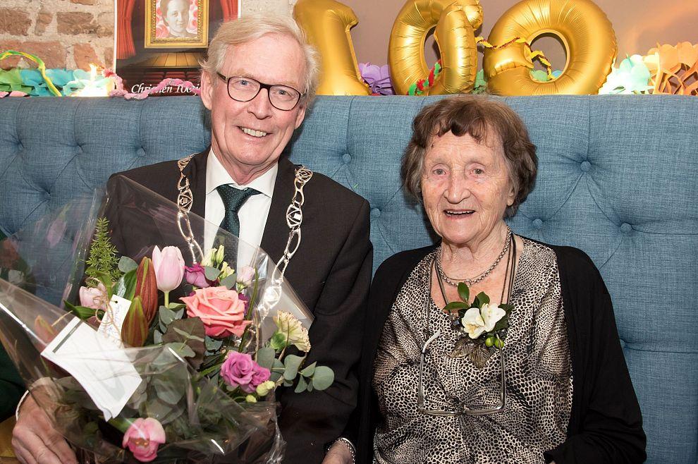 Een eeuw Zutphenees! 100 kaarsjes voor mevrouw Kip-Oostenenk