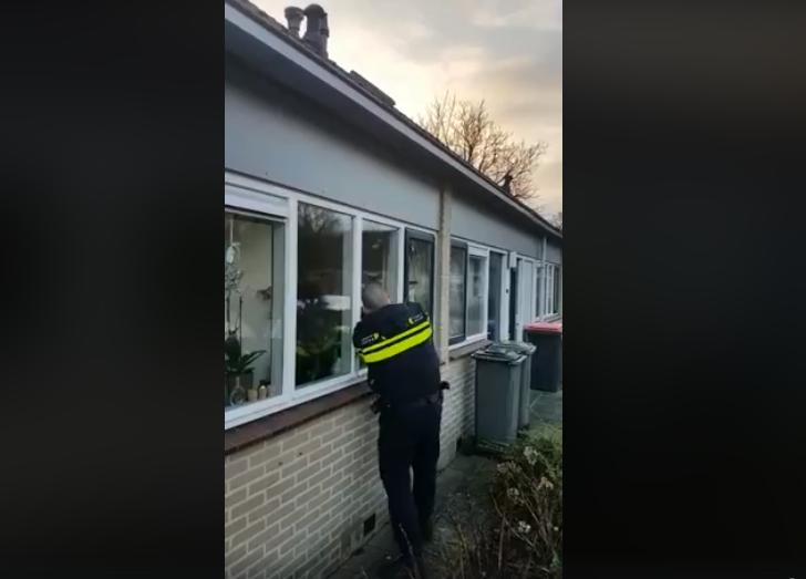 Politie breekt huis open voor onwel geworden vrouw